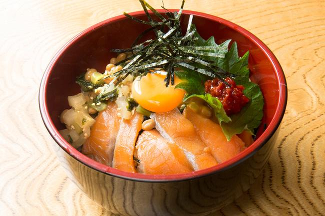 ぜいたくきりざい丼(八海山サーモン入り)