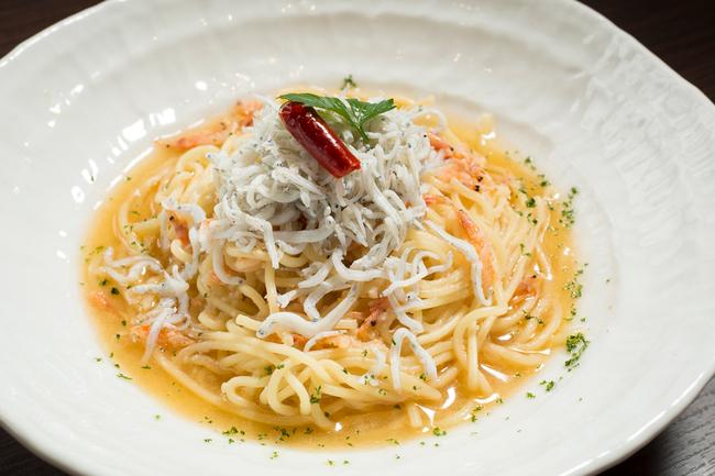 Peperoncino with whitebait and sakura shrimp on fresh rice flour pasta